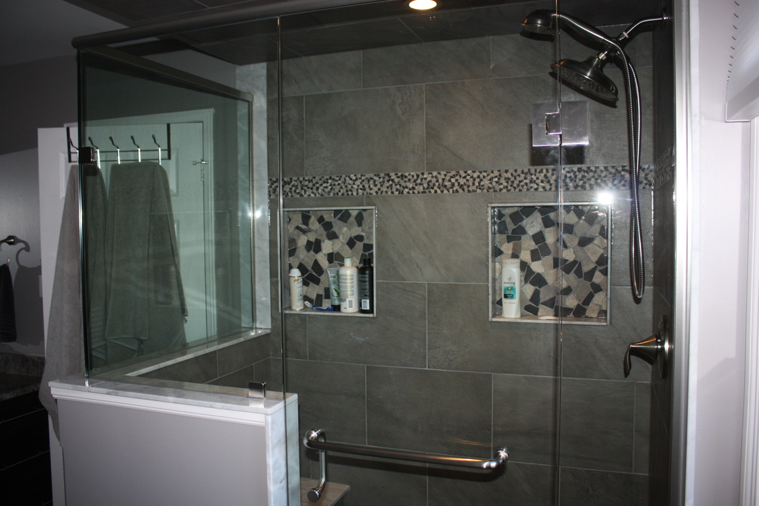 Picture Shower with seamless glass, two niches, Tile, marble