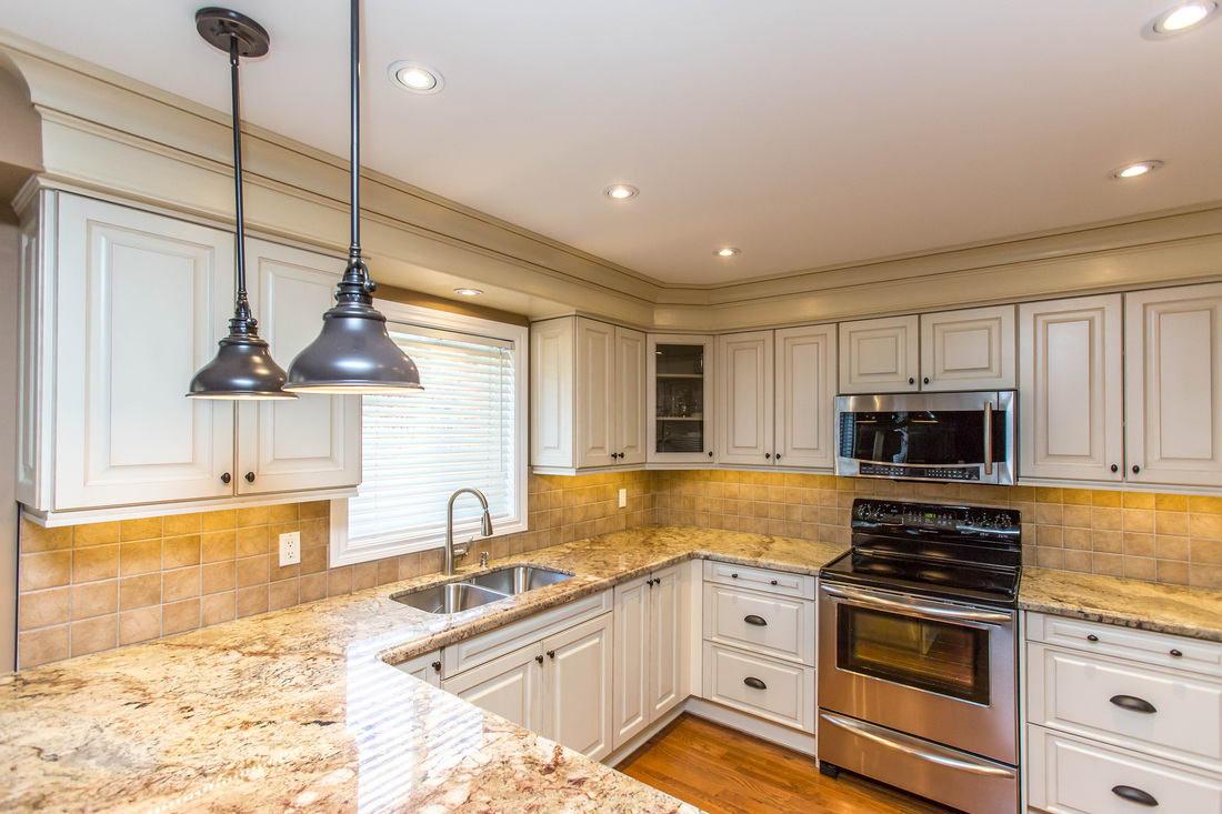 Custom kitchen renovation in thornhill canadiana for Kitchen cabinets barrie